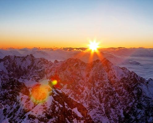 Üben den Alpen